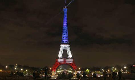 illuminazione tour eiffel eiffel tower displays tricoleur in display of defiance