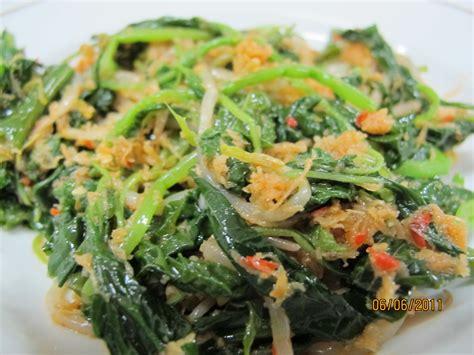 Ayam Panggang Betutu Urap Daun Singkong urap sayuran masakan omah