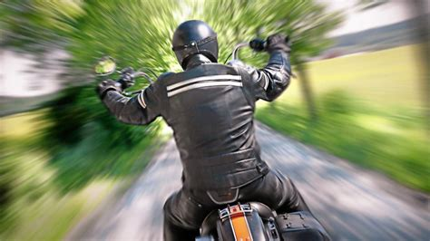Motorrad Unfall Wiesen by Schwerer Motorrad Unfall Autofahrer 252 Bersieht Biker Der