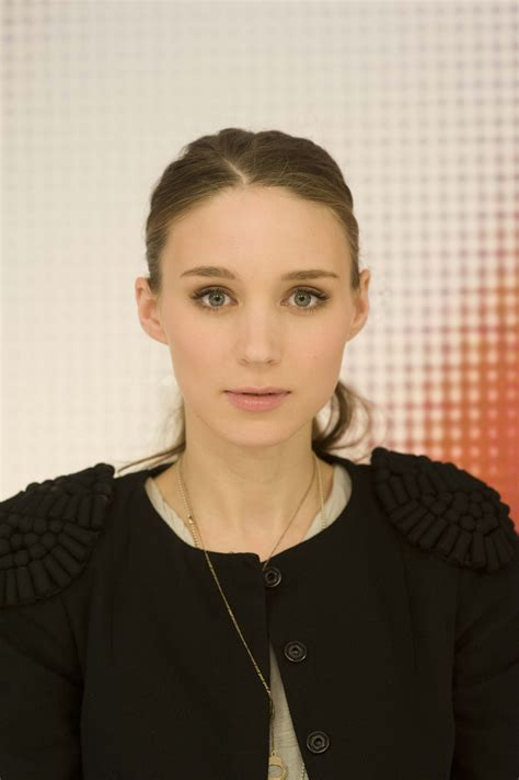 the girl with the dragon tattoo cast rooney mara gets coveted lisbeth in the with