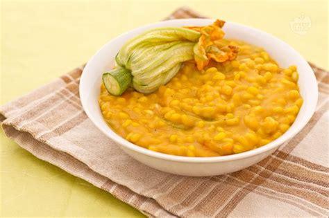 pasta con fiori di zucca giallo zafferano ricetta orzotto con crema e fiori di zucca la ricetta di