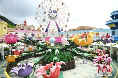 hello kitty theme park first hello kitty amusement park opens in china