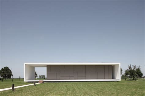 flat architecture minimalist italian house on a flat open space digsdigs