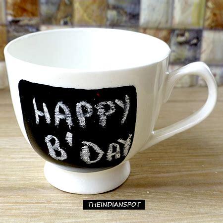 chalkboard diy gifts diy gift idea chalkboard mugs theindianspot