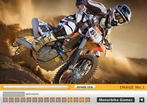 Dirt bike hidden wheels race car games