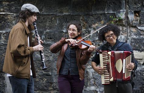 For Musicians file musicians in montmartre 3930 jpg