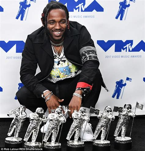 kendrick lamar awards kendrick lamar dominates the vmas with six awards daily