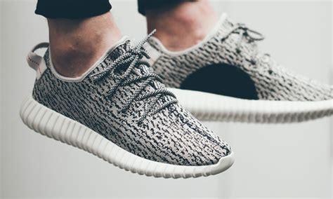 Sepatu Adidas Kanye West kanye west gandeng adidas luncurkan merek sepatu yeezy