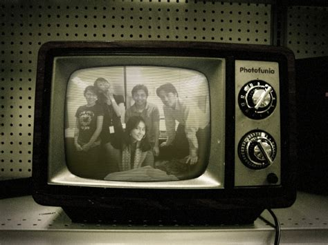 Tv Warna Putih hitam dan putih termasuk warna atau bukan