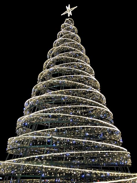 modern christmas tree by thordval on deviantart