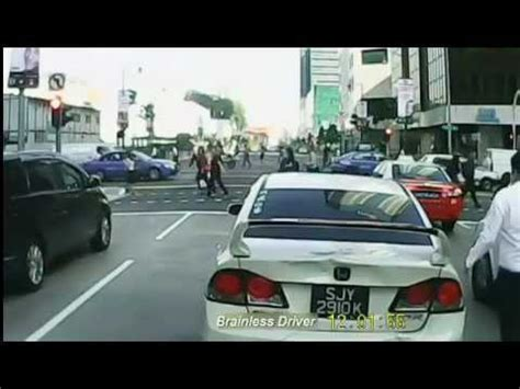 honda cbd singapore slams into honda cvic in cbd