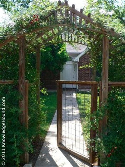 Diy Garden Arbor Gate Gardens Side Gates And Diy Pergola On