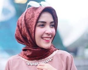 tutorial hijab hamidah rachmayanti tutorial hijab terkini ala hamidah rachmayanti natural