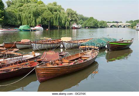 fishing boat hire on the thames skiff boat stock photos skiff boat stock images alamy