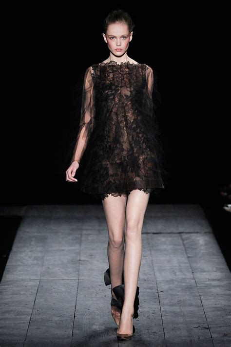 The Mini Debate Couture In The City Fashion by Valentino Fall 2009 Couture Collection Photos Vogue