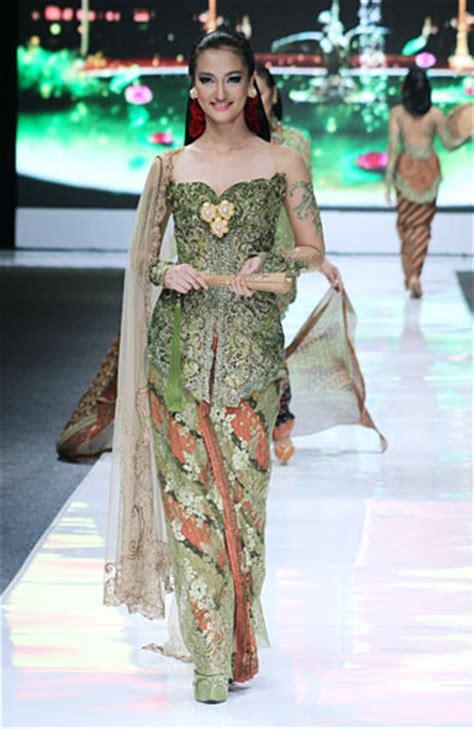 Ghaida Dress Hitam 10 koleksi kebaya gaun terbaru karya avantie 3