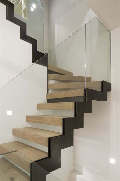 zig zag stair bronze stringer oak treads glass