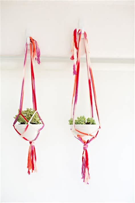 How To Make A Macrame Plant Hanger Easy - 25 diy plant hangers with tutorials diy crafts