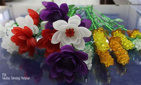 membuat kerajinan acrylic workshop kerajinan acrylic dharma wanita ftp fakultas