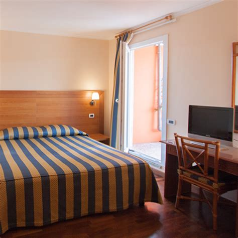 hotel con terrazza roma matrimoniale con terrazza hotel roma laurentia
