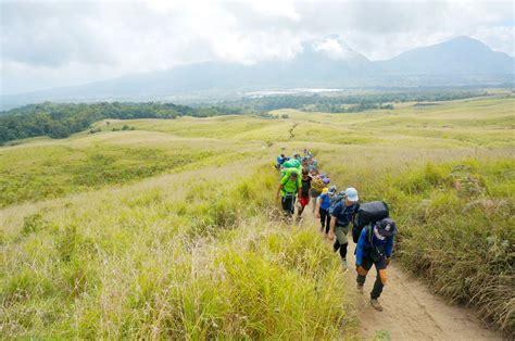 Stiker Taman Nasional Gunung Rinjani jalur pendakian gunung rinjani ditutup hingga maret 2017 reservasi travel