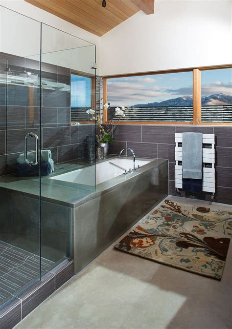 kamar mandi gaya modern memberikan pemandangan memukau jendelanya furnizing