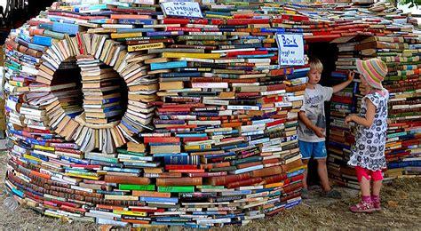 libro one inside a novel una casa hecha con libros