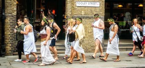 ancient costume theme diy olive how to make a toga goddess dress 171 ideas wonderhowto