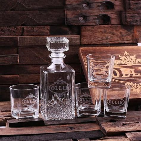 uniquie scotch christmas ideas personalized engraved etched scotch whiskey decanter bottle with wood box groomsmen cave