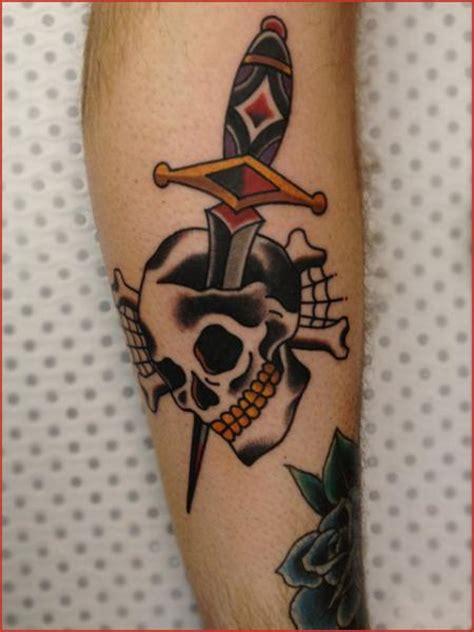 tattoo old school caveira tatuagem old school caveira punhal por chapel tattoo