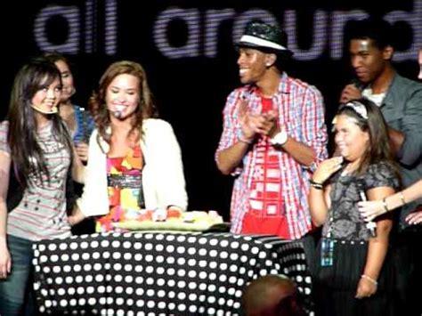 demi lovato singing happy birthday singing happy birthday to demi lovato 8 17 10 youtube