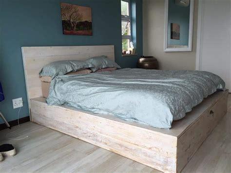 brilliant easy  build diy platform bed   cozy bedroom