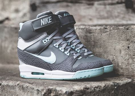 Nike Air Max Sky High nike air revolution sky hi grey teal tint