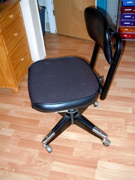 Reupholster Office Chair by Naturally Creative How To Reupholster An Office Chair