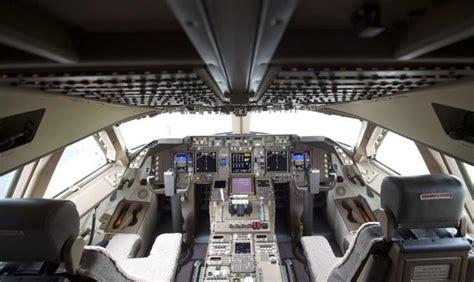 cabina di pilotaggio di un aereo ecco il boeing l aereo pi 249 lungo mondo