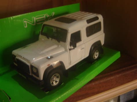 Kyosho 1 18 Scale Diecast 08901fw Land Rover Defender 90 Fuji White land rover defender in limpopo value forest