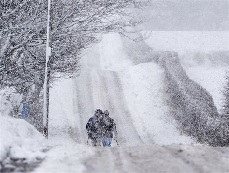irish weather met eireann says snow is a risk all over