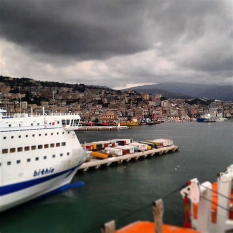 porto di genova partenze traghetti genova il traghetto quot bithia quot urta la banchina in partenza