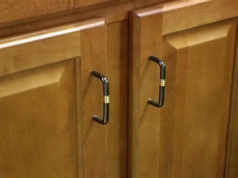 choosing kitchen cabinet knobs pulls and handles diy