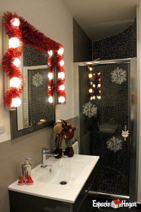 agradable  como decorar un espejo #1: ba%C3%B1o-decorado-navidad.jpg