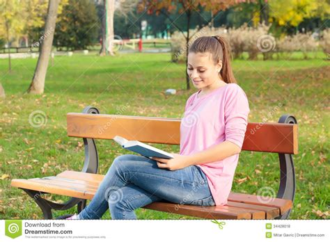 bench reading student girl reading book royalty free stock photos