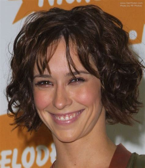 jennifer love hewitt with weave jennifer love hewitt with her short hair styled for a just