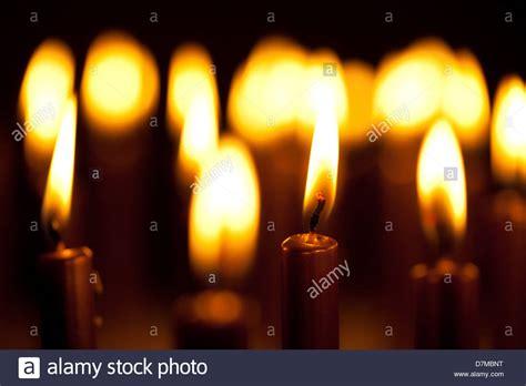 immagini candele accese lit immagini lit fotos stock alamy