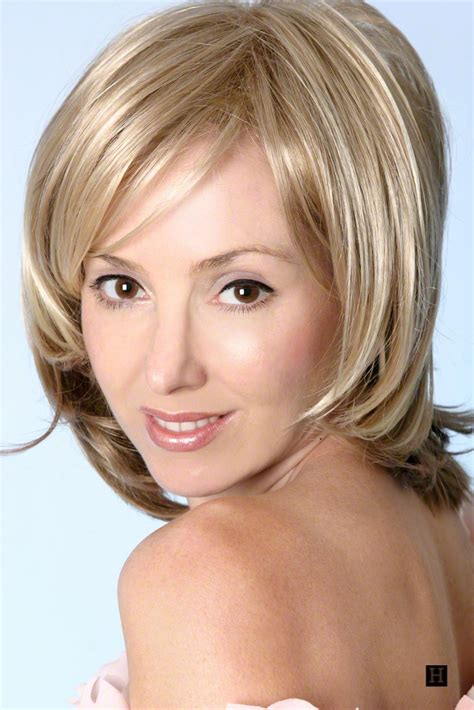 bob hairstyle with part down the middle layered medium length bob hair styles i like pinterest