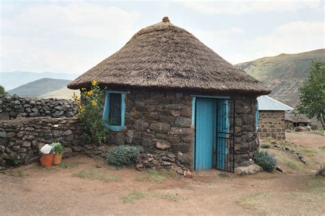 Xhosa Hutte by Rondavel