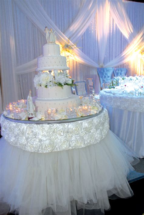 stylish wedding cake table decorations