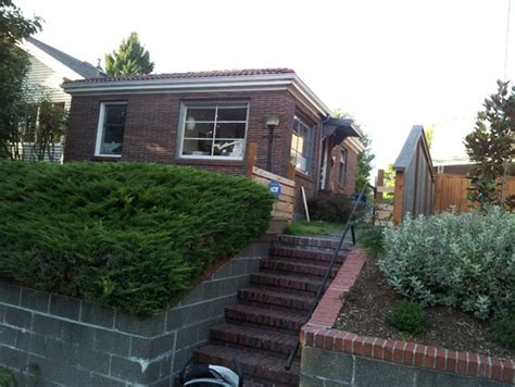 Small Brick Home Curb Appeal Small Brick House Needs Curb Appeal