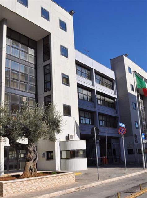 ufficio immigrazione taranto avvocato sequestrato e minacciato da 3 rifugiati