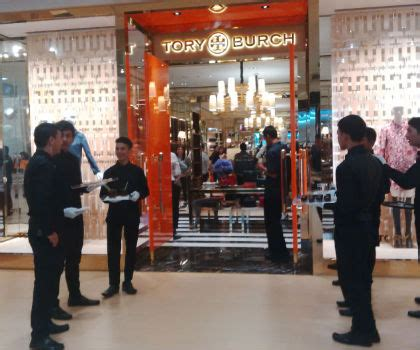 Parfum Secret Di Plaza Senayan butik perdana burch indonesia resmi dibuka di plaza