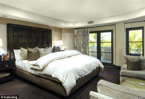 kim kardashians bedroom kim kardashian bedroom at kris jenner s house google